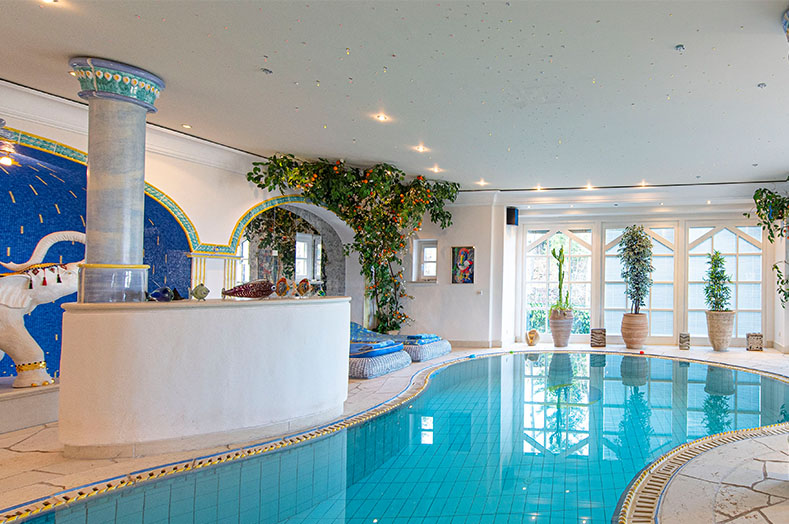 PA Luxusimmobilien RE/MAX - Pool und Spa - RE/MAX Traunsee
