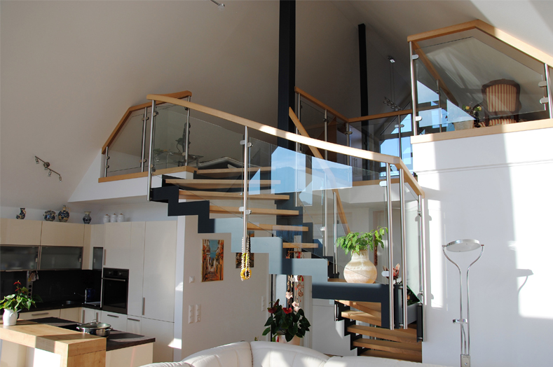 PA Luxusimmobilien RE/MAX - Treppe - RE/MAX Impuls