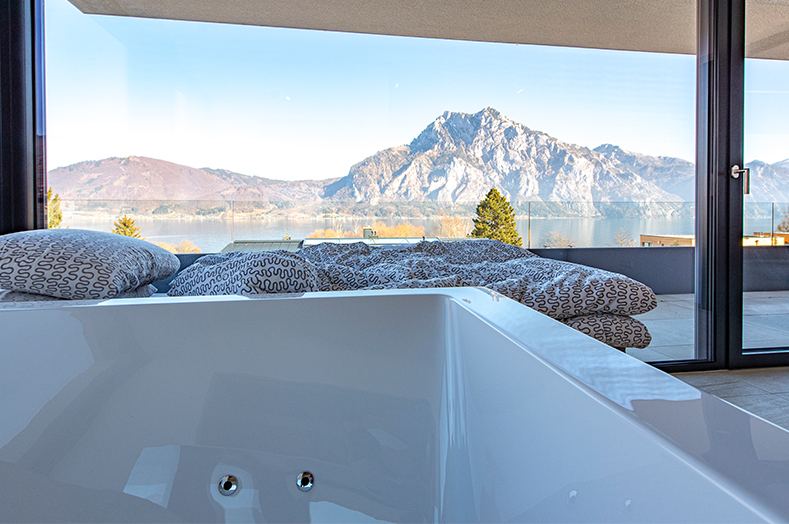 PA Luxusimmobilien RE/MAX - Schlafzimmer- RE/MAX Traunsee